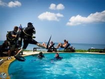 Scuba-diving-training-jumping-in-pool